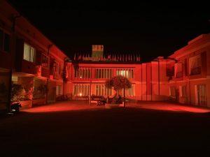 Il Presidio-Gli angeli di Padre Pio illuminato con il colore arancione